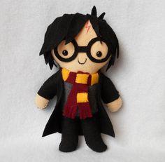 Harry Potter Adorable Plushies For Geeks Harry Potter Diy, Harry Potter Dolls, Meme Costume, Felt Dolls, Plush Dolls, Felt Patterns, Felt Ornaments, Felt Crafts, Geek Stuff