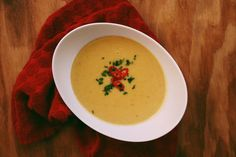 With the temperature dropping and the snow falling outside, today I'm showing you how to make a warm and creamy coconut corn soup. Corn Soup, Vegan Butter, Vegan Recipes Easy, Vegan Vegetarian, Curry, Coconut, Meals, Vegetables