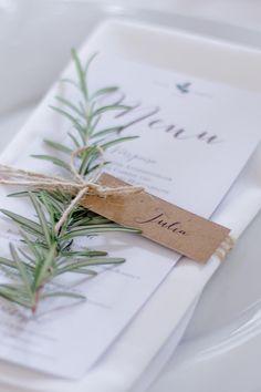 Blue & Ivory Hochzeit Dekoration Tischdekoration Menükarten Rustikal Rosmarin Kraftpapier