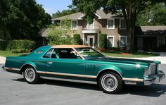 1977 Lincoln Mark V / Designer Edition