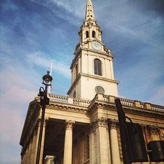 Travel from Victoria Station to the National Gallery to take in the beautiful and historical architecture. This walk leads you past a string of well-known London landmarks as well as providing some lesser-known but charming gems like the Regency Cafe.