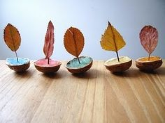 Leaves in Walnut Shells ~ A Modern Fable: nature play Kids Crafts, Projects For Kids, Diy For Kids, Diy And Crafts, Arts And Crafts, Art Crafts, Autumn Crafts, Nature Crafts, Autumn Activities
