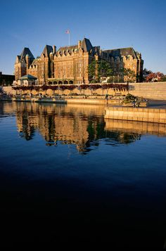 Empress Hotel, Victoria, British Columbia, Canada - Seen it. Would love to stay… Victoria Vancouver Island, Oh The Places You'll Go, Places To Travel, Places To Visit, Victoria British Columbia, Victoria Canada, Fairmont Empress, Alaska, Hotel Victoria