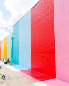 Houston, we have a color wall!! Have any of you spotted it yet?! We've been keeping it under wraps until it was completed, but next Tuesday were having a little photo-op launch party to celebrate. So mark your calendar for April 5th from 5-7pm, and keep an eye out for the announcement with the address and details!  #sugarandclothcolorwall #houston #ighouston #thisishouston #htx #igershouston