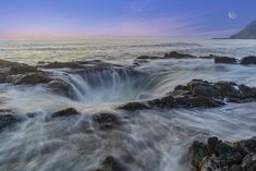 Thor's Well, the sink hole in Oregon's Pacific Ocean × - Nature/Landscape Pictures Beautiful Sites, Beautiful Places To Visit, Amazing Places, Thors Well, Ocean Wallpaper, Nature Wallpaper, Once In A Lifetime, Landscape Pictures, Oregon Coast