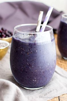 Paleo Blueberry Banana Chia Smoothie (Vegan, Paleo, Gluten Free, Dairy-Free, 4 Ingredient) - Beaming Baker