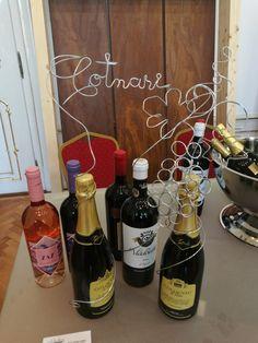 Decor din sârmă pentru standul  Casei de Vinuri Cotnari, debla WineUp - web: www.artbending.ro