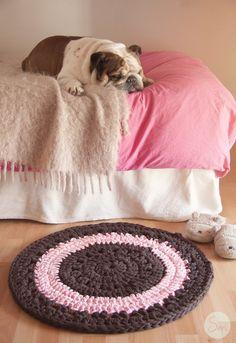 Alfombra de Ganchillo redonda  en Rosa y Marrón. 70 cm. de diámetro.