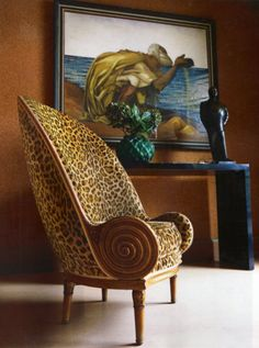 The timeless Paul Iribe 'Nautile' tub-shaped armchair from 1913 with oversized carved scrolls, a low seat and a high back in walnut covered in a leopard print fabric reminiscent of Madeleine Castaing (€150-200,000). And an Orientalist painting 'Le Vanneur' (1936) by François Louis Schmied (€60-80,000).