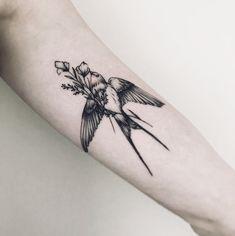 Swallow Tattoos – Exploring the Symbolic Meaning of Swallow Tattoo Designs Tattoos Masculinas, Love Tattoos, Beautiful Tattoos, Tattoo Drawings, Body Art Tattoos, Small Tattoos, Tatoos, Worst Tattoos, Piercing Tattoo