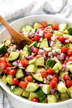 Cucumber Tomato Salad Cucumber Tomato Salad is a super simple healthy salad that packs a punch of flavor. You'll love the delicious lemon dill dressing! Cucumber Salad Recipe Healthy, Cucumber Tomato Salad, Cucumber Recipes, Healthy Salad Recipes, Juice Recipes, Cake Recipes, Healthy Cooking, Healthy Eating, Cooking Recipes