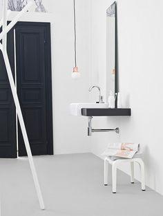 Un design épuré et forme minimale garantit que la salle de bain semble beaucoup plus aérée