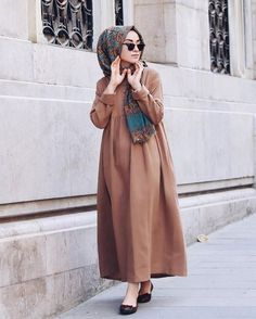 Kleid und schaal abaya designs hijab outfit, hijab dress ve Hijab Casual, Hijab Style, Hijab Chic, Abaya Fashion, Modest Fashion, Fashion Outfits, Fashion Muslimah, Hijab Dress, Hijab Outfit