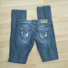 "Guess Jeans *Distressed *Some stretch *Inseam - 32"" *Worn but still in good condition **Ships next day Guess Jeans Straight Leg"