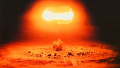 The Hydrogen Bomb Homepage, with stuff on the Cuban missile crisis and nuclear testing and transportation Bomba Nuclear, Nuclear Test, Nuclear Bomb, Nuclear Energy, Hiroshima E Nagasaki, Mushroom Cloud, Manhattan Project, Arms Race, Below The Surface