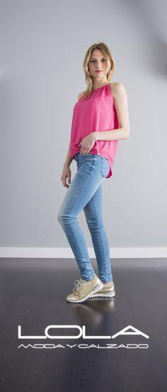 La vida de color de rosa, y tu blusa también.  Pincha este enlace para comprar tu blusa en nuestra tienda on line:  http://lolamodaycalzado.es/primavera-verano/605-blusa-rosa-e-tirantes-salsa.html