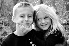 Family photography ideas, brother and sister photo idea. Sibling Photography Poses, Sibling Photo Shoots, Boy Photo Shoot, Poses Photo, Sibling Photos, Family Photography, Photography Ideas Kids, Toddler Photography, Brother Sister Poses