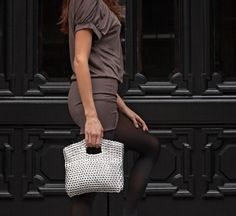 Eco-friendly and fair trade handbags, purses & ethical fashion handmade in Brazil by fair trade artisans using up-cycled soda tabs. Wholesale handbags, clutch, totes and apparel. Eco Brand, Wholesale Handbags, Ethical Fashion, Louis Vuitton Speedy Bag, Fair Trade, Evening Bags, Purses, Pop, Chic