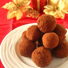 Chocolate and honey truffles or white chocolate and lemon truffles? The choice is yours! Lemon Truffles, Cranberry Almond, White Chocolate, I Foods, Fudge, Dog Food Recipes, Goodies, Food And Drink, Birthday Parties