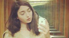 La artista argentina Amalia Ulman creó un personaje en Instagram para hacer preguntas sobre el género en línea. Una académica se pregunta lo que el proyecto nos dice de nuestras propias identidades de medios sociales.