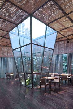 Yaoyue Restaurant, Xiamen, 2017 - Xiamen Fancy Design&Decoration Co. Greenhouse Restaurant, Outdoor Restaurant Design, Glass Restaurant, Terrace Restaurant, Restaurant Pictures, Vintage Interior Design, Diy Interior, Dome House, Facade Design