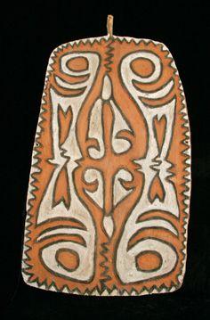 Green River Shield, Upper Sepik River, West Sepik Province, Papua New Guinea Afrique Art, African Quilts, Old Symbols, Cd Crafts, Butterfly Images, Shield Design, Inca, African Masks, Japanese Prints