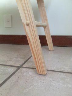 Mesa em madeira maciça - detalhe