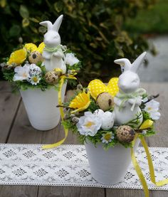 48 Rustic Easter Decorations Bringing a Farmhouse Appeal to Your Home - Page 4 of 48 - Ciara Decor Easter Flower Arrangements, Easter Flowers, Gift Flowers, Easter Bunny Cake, Easter Eggs, Easter Gift For Adults, Christmas Advent Wreath, Diy Osterschmuck, Diy Easter Decorations