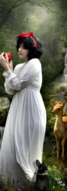 ❇Téa Tosh❇ Snow White by Phatpuppyart-Studios