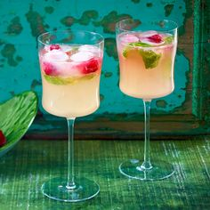 Aperitifs – Recipes for welcome drinks DELICIOUS aperitif … – Holidays Cider Cocktails, Summer Cocktails, Cocktail Drinks, Non Alcoholic Drinks, Cocktail Recipes, Aperitif Drinks, Refreshing Drinks, Yummy Drinks, Mojito