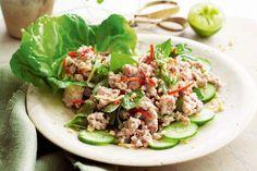 Una ensalada tailandesa que sorprende por sus toques ácidos y un poquito picantes.