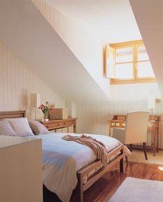 Enriquece la decoración de una habitación abuhardillada prestando a los techos la atención que merecen. Apuesta por viguerías de madera para aportar calidez al ambiente y realzar la arquitectura de...