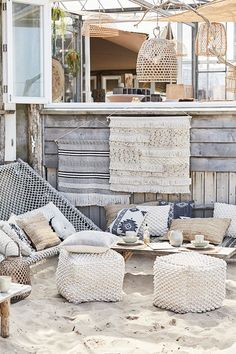 Riverdale Summer Voque - The World Best House Types Coastal Cottage, Coastal Decor, Outdoor Living Rooms, Beach House Decor, Home Decor, House In The Woods, Home Interior Design, Interior Ideas, Ibiza Style Interior