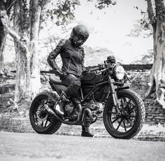 custom cafe ducati scrambler Biker Baby, Biker Girl, Ducati Scrambler Custom, Custom Cafe Racer, Moto Bike, Kustom, Motogp, Old School, Racing