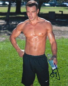 Joey Lawrence is going to take it all off as a Chippendale! Now that's a man I wouldn't mind seeing in person! WHOA!!