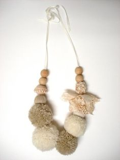 HOMAKO - pom poms & wooden beads craft inspiration