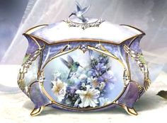 Fancy Music Boxes, Hummingbird porcelain music box
