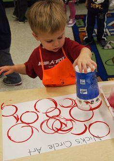 "preschool create ""circle"" art work - learning shapes,Artist Study , circles , Art Featuring Circles, Inspiration for… Preschool Lessons, Preschool Classroom, Preschool Learning, Preschool Activities, Preschool Shape Activities, Toddler Art, Toddler Learning, Early Learning, Toddler Activities"