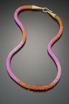 Lynne Sausele.  Pink and Orange bead crochet. Der Link existiert nicht mehr, mir gefällt die Farbzusammenstellung aber sehr gut