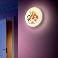 Plafonnier LED Princesses Disney® pour chambre de petite fille. Blanche-Neige, Ariel, Belle, Raiponce et Cendrillon éclaireront tout en douceur et en beauté la chambre de votre petite fille. Cute Bathroom Ideas, Bathroom Wall Decor, Living Furniture, Cool Furniture, Transforming Furniture, Reupholster Furniture, Chaise Bar, Disney Home Decor, Antique Chairs