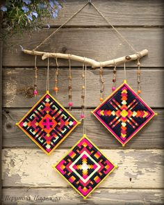I am not sure what it's made of but it's a good idea for plastic canvas project Yarn Crafts, Sewing Crafts, Diy And Crafts, Arts And Crafts, God's Eye Craft, Diy Dream Catcher Tutorial, Mexican Art, Mexican Crafts, Gods Eye