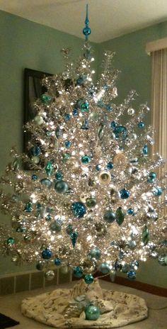 Mod Vintage Life: Aluminum Christmas Trees