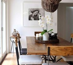 Binnenkijken | Leven in zwart, wit en hout - Stijlvol Styling woonblog www.stijlvolstyling.com