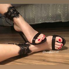 Image could contain: 1 person, shoes - Sandalen - Damenschuhe Sexy Legs And Heels, Hot Heels, Sexy High Heels, Beautiful High Heels, Gorgeous Feet, Stilettos, Stiletto Heels, Pumps, Talons Sexy