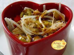 Artes da Sadhia na cozinha : Salada de moyashi ( broto de feijão )com azeitonas e sardinha