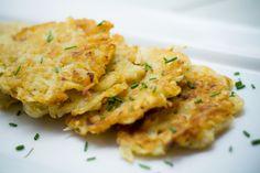 Una receta muy sencilla de preparar tradicional de Alemania.  Las tortitas de papa funciona como platillo y como base para servir pescados…