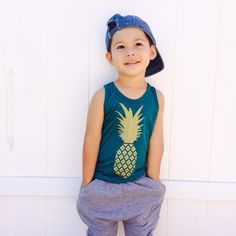 Hand pulled screen printed tank. A geometric pineapple design printed in gold ink. Our all American made quality tank is a super soft tri blend.If you want a size that is not currently offered, send us a message and we will try to accommodate you.