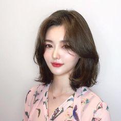 단발 레이어드컷 💋 여자 단발파마 종류 너무예뻐! : 네이버 포스트 Middle Length Haircuts, Haircuts For Medium Length Hair, Medium Hair Styles, Long Hair Styles, Korean Medium Hair, Korean Hair Color, Short Hair Korean Style, Korean Short Haircut, Short Hair With Layers
