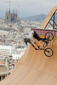 Una de las pruebas de los 'X Games Barcelona 2013', ubicada en un punto emblemático de la montaña de Montjuïc, ¡con unas vistas increíbles! #Bike #Rider  #xGames. Foto de Pau Barrena