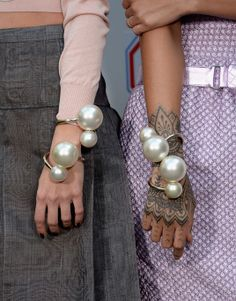 Pearl-inspired looks: over the top